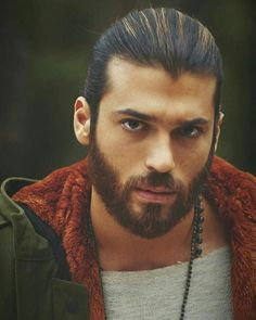 A hot body. A gorgeous face. An amazing smile. Turkish Men, Turkish Actors, Culture Pop, Beard Styles For Men, How To Look Handsome, Hommes Sexy, Boys Long Hairstyles, White Man, Stylish Men