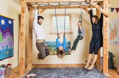 By keeping her kids' clothes and toys to a minimum and putting both beds (her kids share one) in the same room, Katy was able to free up space for an indoor jungle gym. They have no TV, no chairs & no hang-ups about their unconventional home. Indoor Jungle Gym, Indoor Gym, Indoor Workout, Kids Indoor Playhouse, Indoor Playground, Children Playground, Cheap Home Gym, At Home Gym, Home Gym Decor
