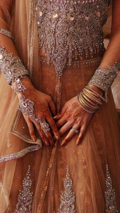 Indian outfit & henna hands