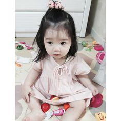 Korean Baby Girl, Korean Girl Ulzzang, Ulzzang Kids, Korean Babies, Cute Chinese Baby, Chinese Babies, Cute Asian Babies, Cute Babies, Little Girl Fashion