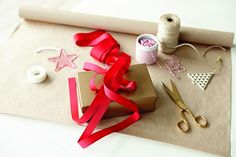Stylist Jason Grant's Christmas gift wrapping tips - The Interiors Addict Christmas Gift Wrapping, Christmas Gifts, Present Wrapping, Stylists, Wraps, Presents, Paper, Interiors, Wine