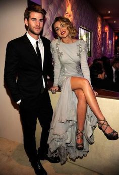 Liam Hemsworth and Miley Cyrus at the 2012 Academy Awards Vanity Fair party. Liam Hemsworth E Miley, Liam Hamsworth, Miley And Liam, Blake Lively, Perfect People, Pretty People, Beautiful People, Beaux Couples, Cute Couples