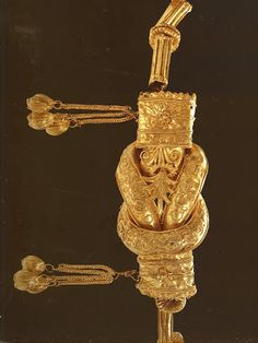 A gold Herakles knot, showing the amazingly fine detail ancient goldsmiths could achieve without lenses or artificial light. A diadem from Chiaradonna in southern Italy, 4th century BC.