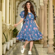 Give yourself a fresh look this season with our recreated favourites to feed your inner diva. Fabric : Cotton Washing Instructions : Quick Dip Wash The product comes without chain. Simple Frocks, Casual Frocks, Cotton Frocks For Kids, Frocks For Girls, Western Dresses For Women, Frock For Women, Frock Fashion, Fashion Dresses, Kurta Designs Women