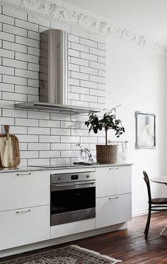 Light living kitchen - via Coco Lapine Design