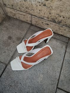 @lintervalle White Sandals, Leather Sandals, Summer Heels, Flat Lay Photography, Brown Aesthetic, Minimalist Lifestyle, Nude Heels, Summer Trends, Trendy Fashion