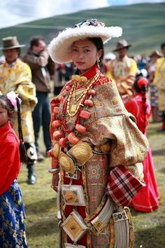 Litang Horse Festival, Tibet woman from the Litang area in traditional clothing. She wears a chuba and sheepskin hat, multiple huge and heavy prayer boxes and linking chains popular in Kham, and a spectacular necklace with enormous pieces of coral. Folk Costume, Costumes, Beautiful People, Beautiful Women, Beauty Around The World, Ethnic Dress, World Cultures, Ethnic Fashion, People Around The World