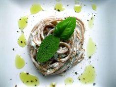 Creamy and delicious Herb Spaghetti! Ricotta, Ravioli, Gnocchi, Vegan Vegetarian, Italian Recipes, Avocado, Herbs, Cooking, Ethnic Recipes