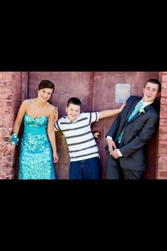 Prom Pictures our daughter will do this with her 2 brothers Prom Pictures Couples, Homecoming Pictures, Prom Couples, Prom Photos, Prom Pics, Couple Pictures, Sister Pictures, Teen Couples, Dance Pictures