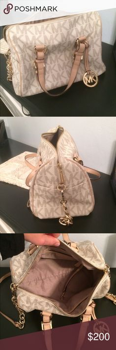 Michael Kors purse Really good condition, only used a few times. KORS Michael Kors Bags Shoulder Bags
