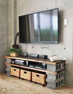 minimalistische wohnzimmer mit betonwand und diy tv-Möbel aus holzplatten und b… minimalist living room with concrete wall and diy tv furniture made from wood panels and concrete blocks Tv Furniture, Furniture Making, Concrete Furniture, Furniture Ideas, Cinder Block Furniture, Business Furniture, Furniture Design, Outdoor Furniture, Rustic Furniture