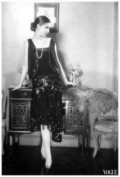 vintage everyday: Beautiful Fashion Photography by Edward Steichen from the and Model and photographer, Marion Morehouse is wearing black sequined dress by Chanel, Vogue 1926 (TAG: PUBLIC DOMAIN) Chanel Vintage, Vintage Couture, Vintage Beauty, Retro Vintage, Coco Chanel 1920s, Vintage Style, Retro Pop, Belle Epoque, Vintage Outfits