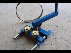Great Idea here and will be better with electric drive. Metal Bending Tools, Metal Working Tools, Metal Tools, Metal Projects, Welding Projects, Homemade Tools, Diy Tools, Metal Fabrication Tools, Ring Roller