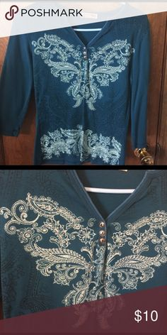 Ladies top Teal 3/4 sleeve shirt, has a little sparkle detail on design. Size large but fits like a medium blue canyon Tops