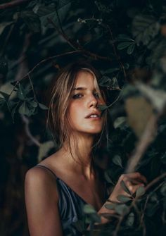 Photography Inspiration Nature Portraits Ideas For 2019 – girl photoshoot poses Photography Poses Women, Outdoor Photography, Girl Photography, Creative Photography, Amazing Photography, Fashion Photography, Photography Backdrops, Photography Portraits, Professional Photography
