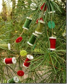 If you love to sew, why not have your Christmas style reflect your favorite hobby? Use this tutorial to make every Sewist's Favorite Garland!