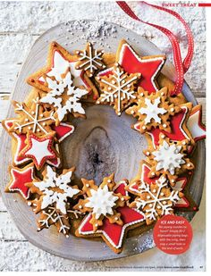 christmas baking Create the perfect Christmas centrepiece with this delicious edible wreath made up of crunchy spiced biscuits, beautifully decorated with gorgeous red and white iced stars. Christmas Cake Decorations, Christmas Sweets, Christmas Gingerbread, Christmas Cooking, Noel Christmas, Christmas Centerpieces, Christmas Goodies, Christmas Wreaths, Tesco Christmas