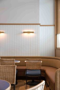 Unordinary Banquette Seating Design Ideas For Breakfast And Lunch 05 Design Bar Restaurant, Deco Restaurant, Restaurant Counter, Modern Restaurant, Banquette Seating Restaurant, Cafe Design, House Design, Booth Seating, Modern Lighting Design