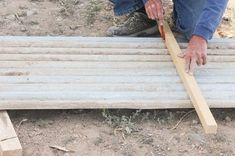 How to Build Raised Garden Beds With Corrugated Metal Metal Raised Garden Beds, Raised House, Building Raised Garden Beds, Raised Planter, Raised Beds, Garden Yard Ideas, Garden Boxes, Garden Spaces, Fence Garden