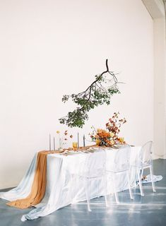 Autumn inspired gathering with hanging branch, orange table runner and white tablecloth Modern Wedding Inspiration, Autumn Inspiration, Wedding Colors, Wedding Styles, Wedding Trends, Wedding Tips, Wedding Details, Diy Wedding, Wedding Ceremony