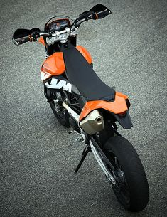 KTM 690SMC - The shapes and angles