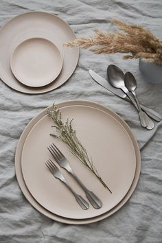 Looking for Minimal Flatware Rentals for a Wedding or Event in Los Angeles, CA? Discover Greystone Table & explore our collection of Chic Flatware Rentals Kitchen Items, Kitchen Decor, Kitchen Plates Set, Nacho Bar, Large Plates, Dish Sets, Dinner Sets, Deco Table, Ceramic Plates