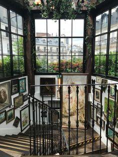 """ex-plore: """"Pink Mamma restaurant in Paris """" Future House, My House, Pigalle Paris, Photo Humour, Interior Exterior, Interior Design, Paris Restaurants, Aesthetic Rooms, Design Furniture"""