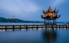 Wouldn't you like to spend the evening on Hangzhou's West Lake? #travel #Hangzhou #travelogue #WestLake #pagoda #temple #photography #evening #scenary #scene #travel #traveller