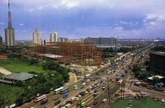 The intersection of EDSA and Ortigas Avenue in the late 1980s.  Note the absence of the MRT, the flyover and the on-going construction of Robinsons Galleria.