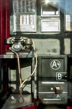 Old red phone box London Telephone Booth, Vintage Telephone, City By The Sea, Vintage Phones, Childhood Days, Old Phone, Novelty Items, Old London, Family Memories