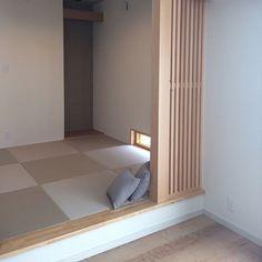 4LDKで、家族の、部屋全体/床の間/灰桜色/格子/ダイケン畳/ダイケンについてのインテリア実例。 「畳スペース。 和室を...」 (2017-03-26 12:53:13に共有されました) Washitsu, Japanese Bedroom, Loft Room, Bedroom Layouts, Interior Design Inspiration, Minimalist, Furniture, Home Decor, House Ideas