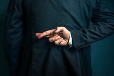12 Tricks Con Artists Use to Win Your Trust