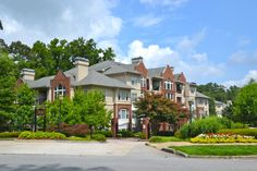 Buckhead- Habersham Oaks' amenities include a clubroom, fitness center, outdoor grill, and a swimming pool. It's great for people who still want a suburban feel in the city.