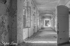 Beelitz Heilstätten Männerklinik Abandoned, Lost Places, Tags, Pictures, Stained Glass Windows, Villas, Tourism, Home Architecture, Beautiful Places