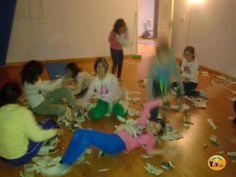 Clases y talleres de yoga, relajación e inteligencia emocional para niños, jóvenes, adultos y familias en la ciudad de Vigo. Mindfulness For Kids, Pilates Video, Brain Activities, Yoga For Kids, Acting, Children, School, Asana, Burritos