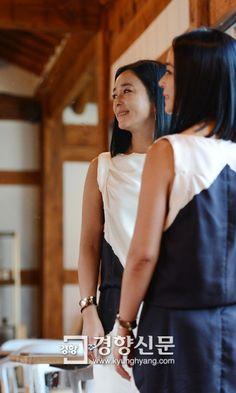 """영화 <피에타>의 여주인공 배우 조민수. 우리 앞에 끊임없이 다른 얼굴로 서온 그는 """"끝까지 여자 냄새 나는 배우이고 싶다""""고 말합니다. 그녀의 이야기, 백은하 기자의 인터뷰를 통해 들어보세요. http://j.mp/RX6tdL"""