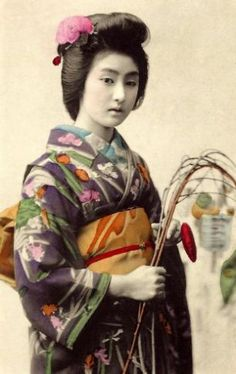 Always loved these geisha pictures.  The images were mass printed and colour would hand-painted afterwards