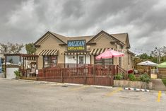 10 Unassuming Restaurants To Add To Your Austin Dining Bucket List
