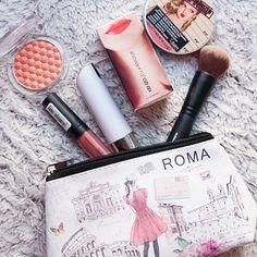 Immer mit dabei, mein Aufladbares Spray von @reloadlabs  Gerade nutze ich Kenzo  Dank der #bloggerboxx besitze ich eines ☺️ Welches Parfüm nutzt ihr mit eurem #reload ?  #beauty #beautyblogger_de #beautyblogger #cosmetics #makeup #perfume #parfüm #lipstick #blush #highlighter