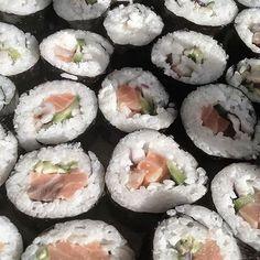 makizushi, japanese food, and sushi image Enjoy Your Meal, Food Porn, Japanese Aesthetic, Aesthetic Food, Quote Aesthetic, Japanese Food, Aesthetic Pictures, Cravings, Nom Nom