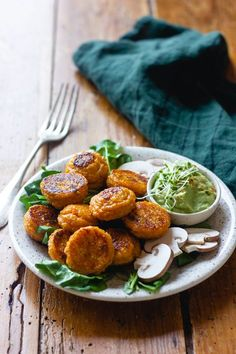 Croquettes quinoa et patate douce vegetarisch lifestyle recipes grillen rezepte rezepte schnell Dairy Free Recipes, Veggie Recipes, Vegetarian Recipes, Healthy Recipes, Vegetarian Lunch, Clean Eating Recipes, Clean Eating Snacks, Healthy Eating, Cooking Recipes