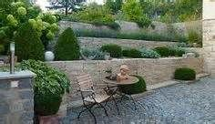 Attraktiv Gartenmauer Und Sitzplatz Lichthof, Haus Und Garten, Garten Am Hang, Garten  Terrasse,