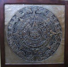 Calendário Asteca - Reprodução artística do calendário Asteca, feito em alumínio.