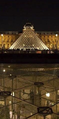 Night view of the Pyramis at the Louvre. Paris, FRANCE