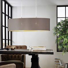 Maserlo Taklampe 78 cm - Maserlo er en serie klassiske og vakre taklamper med runde skjermer i stoff i sort eller cappucino farge. Denne lampen har en oval form på skjermen. Innsiden har en vakker gull farge som vil gi deg et behagelig, gyllent lys. Takkopp og andre detaljer er produsert i stål og utført i nikkel farge.