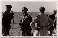 Foto-foto milik NARA (National Archives) koleksi Thomas E. Nutter ini diambil oleh Kriegsberichter Ernst Alexander Zwilling