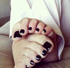Nice black toenails