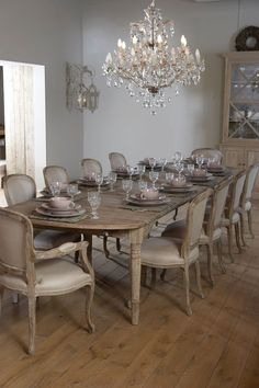 Luckier encouraged shabby chic dining room table Look at Shabby Chic Dining Room, French Country Dining Room, Classic Dining Room, Dining Room Table Decor, Luxury Dining Room, Dining Table Design, Dinning Room Chandelier, French Dining Chairs, Chandelier Ideas