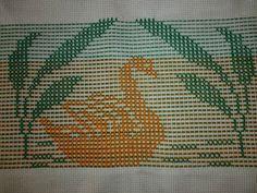 Ponto Oitinho Swedish Embroidery, Diy Embroidery, Embroidery Stitches, Weaving Patterns, Knitting Patterns, Monks Cloth, Swedish Weaving, Chicken Scratch, Cross Stitch Borders