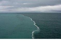 En la ciudad turística de Skagen se puede observar un fenómeno natural increíble. Esta ciudad es el punto más septentrional de Dinamarca, donde los mares Báltico y del Norte se encuentran.   Las dos corrientes opuestas en este lugar no se puede fusionar porque tienen diferentes densidades.